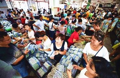 文昌会文镇:每天都有全国各地经销商来淘货